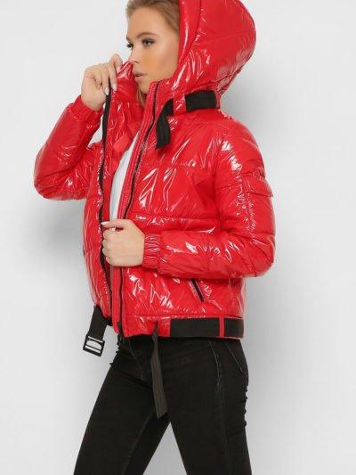 Короткая лаковая куртка