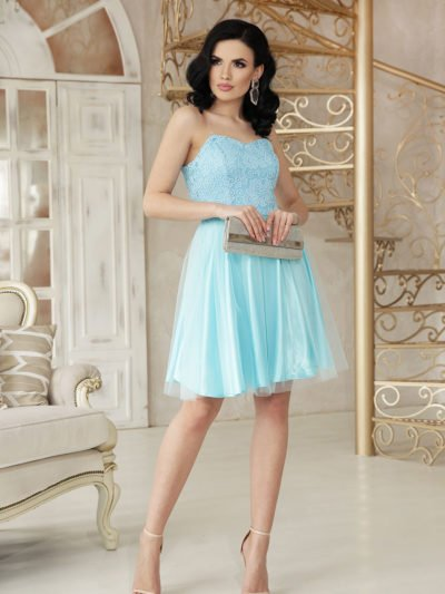 Нарядное короткое платье из атласа, кружево, пышный низ